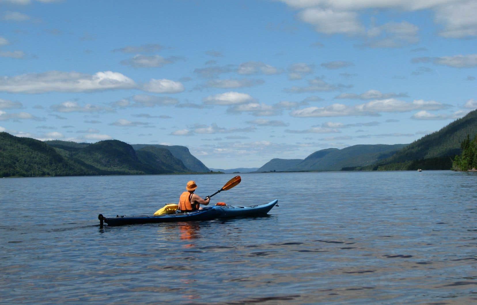 Le projet d'aire protégée de la rivière Péribonka a été conçu pour protéger un tronçon de 80 kilomètres de la rivière, qui se jette dans le lac Saint-Jean.