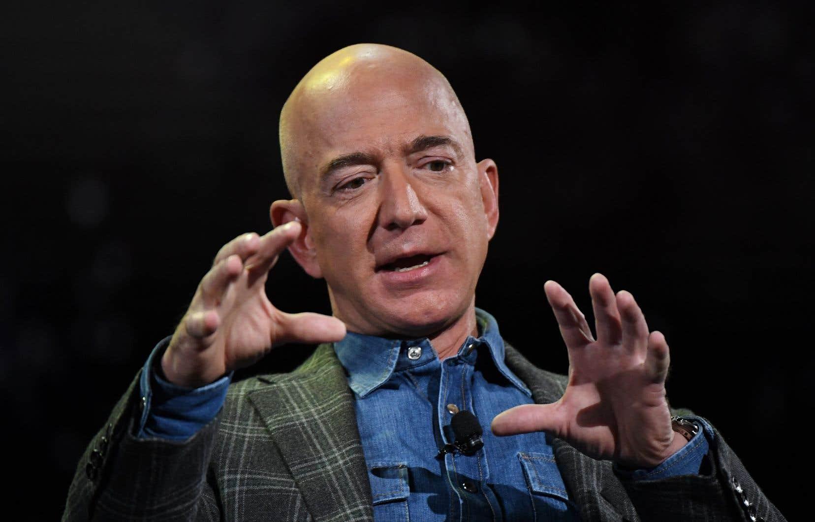 <p>En septembre, Jeff Bezos a promis qu'Amazon atteindrait la neutralité carbone en 2040.</p>