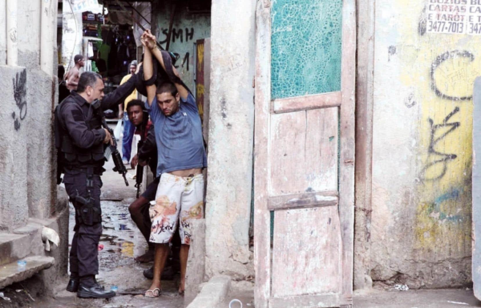 Le quartier de Jacarezinho, à Rio, a été investi hier par les forces policières.<br />