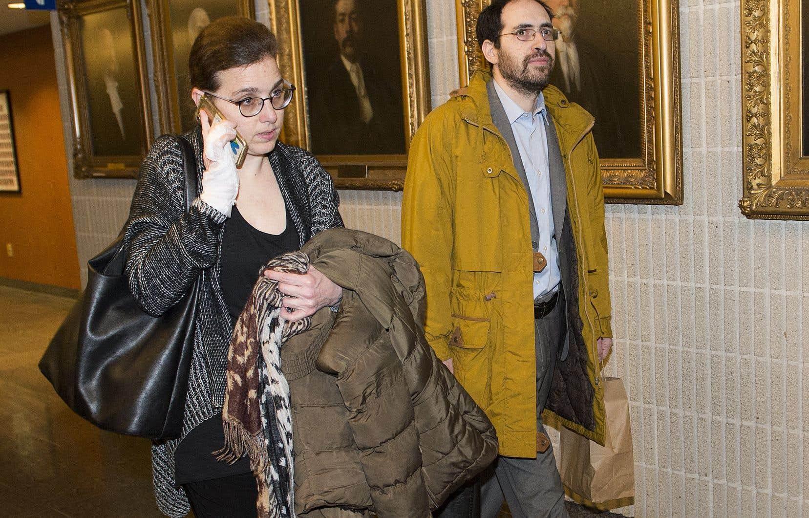 Le couple Lowen-Wasserstein demande un jugement déclaratoire affirmant que le gouvernement du Québec et les écoles hassidiques violent les droits des enfants en matière d'instruction.
