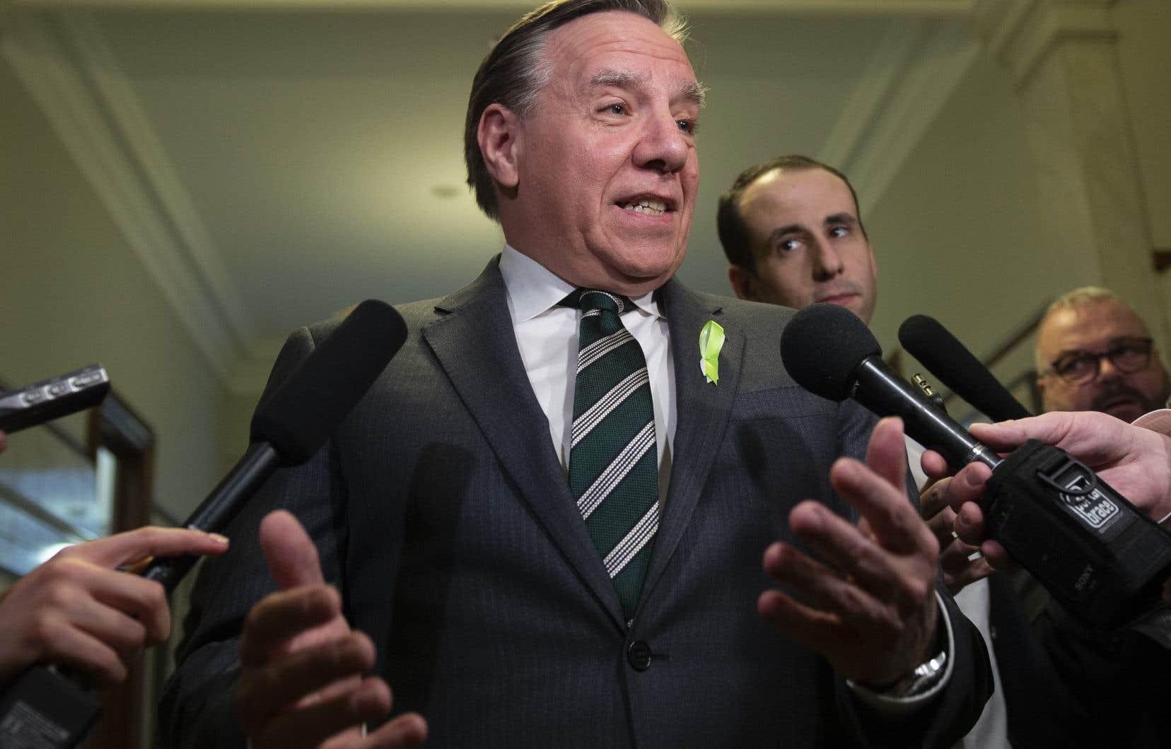 La division Transport de Bombardier compte environ 1500 emplois au Québec, a mentionné M.Legault.
