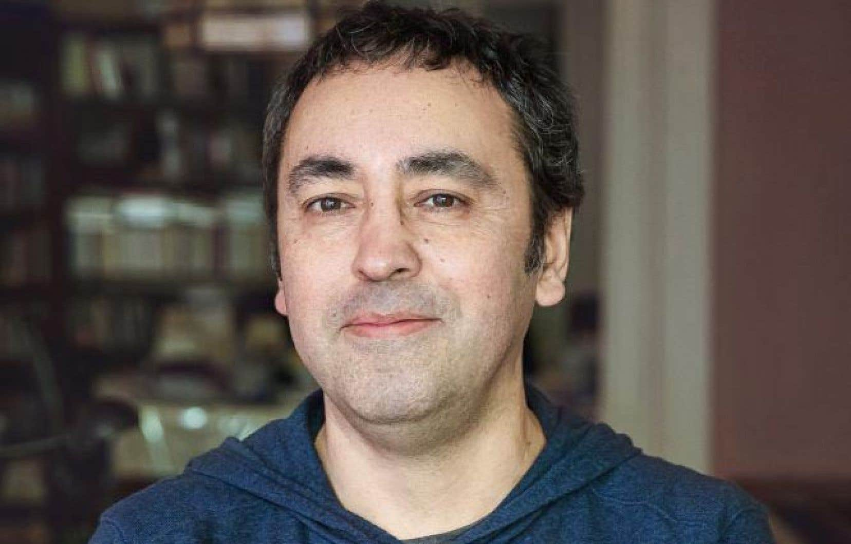 L'écrivain montréalais d'origine chilienne Mauricio Segura prend visiblement un malin plaisir à croquer ses contemporains dans ce roman choral.