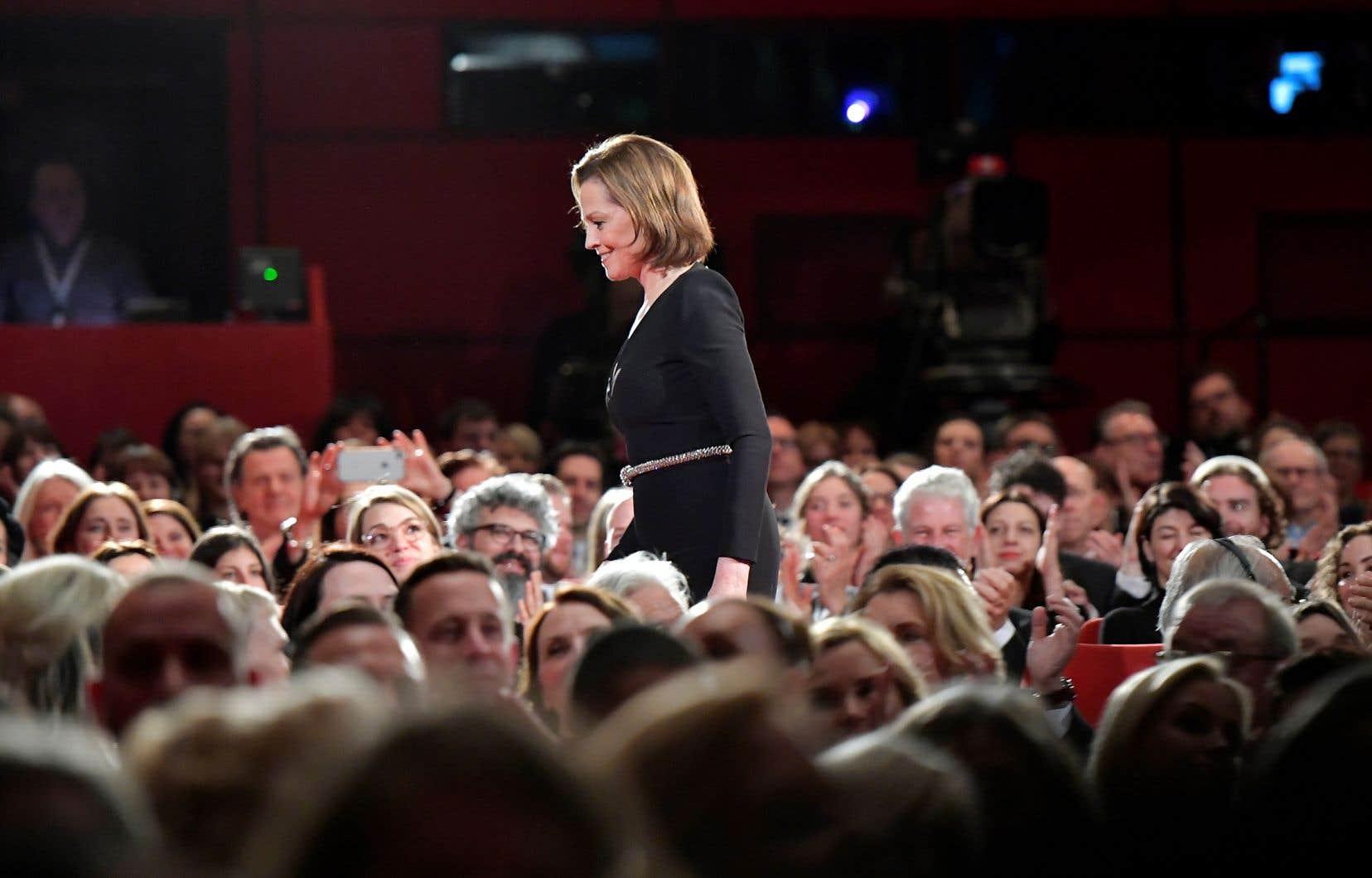 Sigourney Weaver s'est dite ravie de l'omniprésence féminine sur le plateau de «My Salinger Year», présenté en ouverture de la 70e Berlinale jeudi.