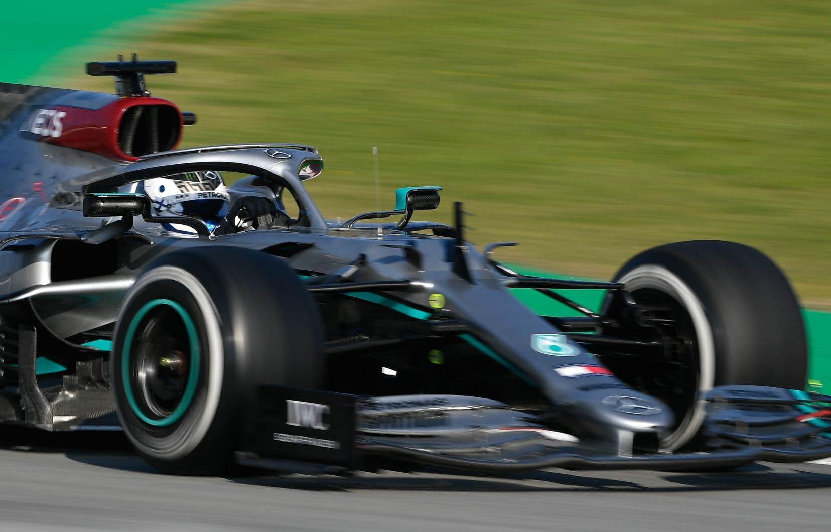 Valtteri Bottas a enregistré le meilleur chrono vendredi devant son coéquipier Lewis Hamilton.