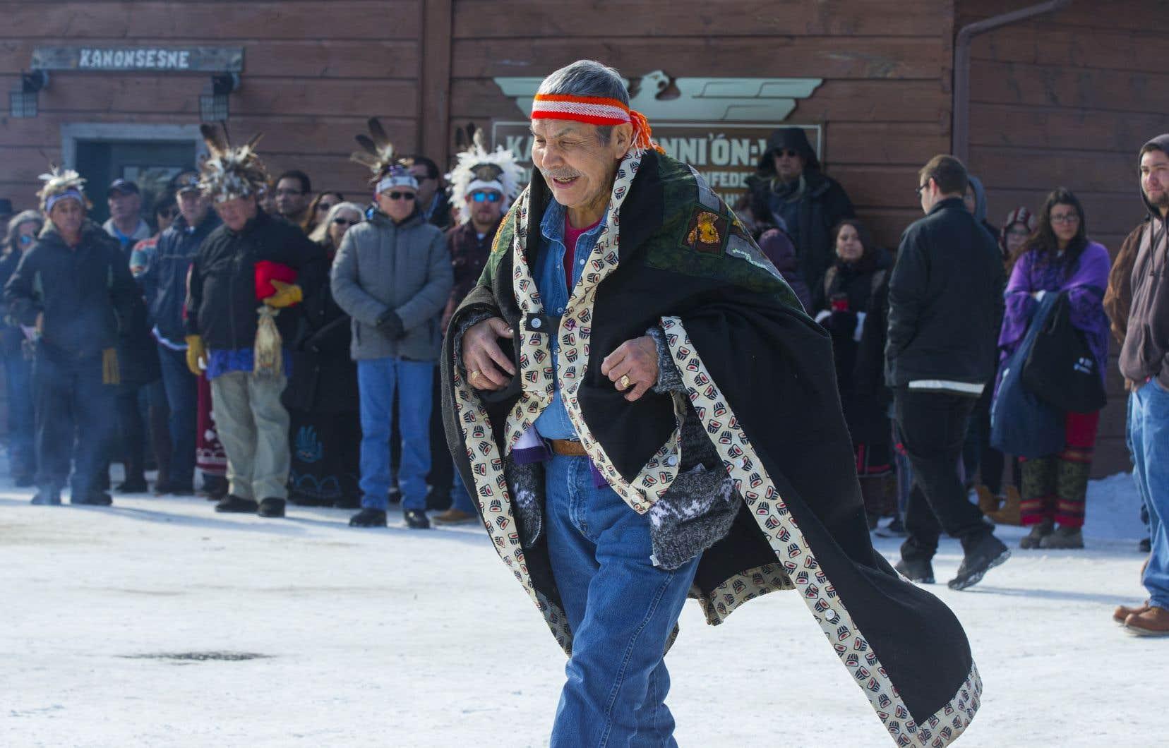 Les chefs héréditaires wet'suwet'en étaient de passage samedi à Kahnawake, au sud de Montréal.