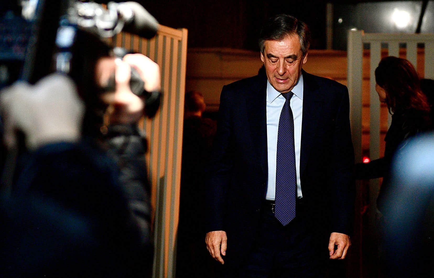 La campagne du candidat de droite à la présidentielle française de 2017 François Fillon avait capoté après le dévoilement d'allégations visant son épouse et lui.