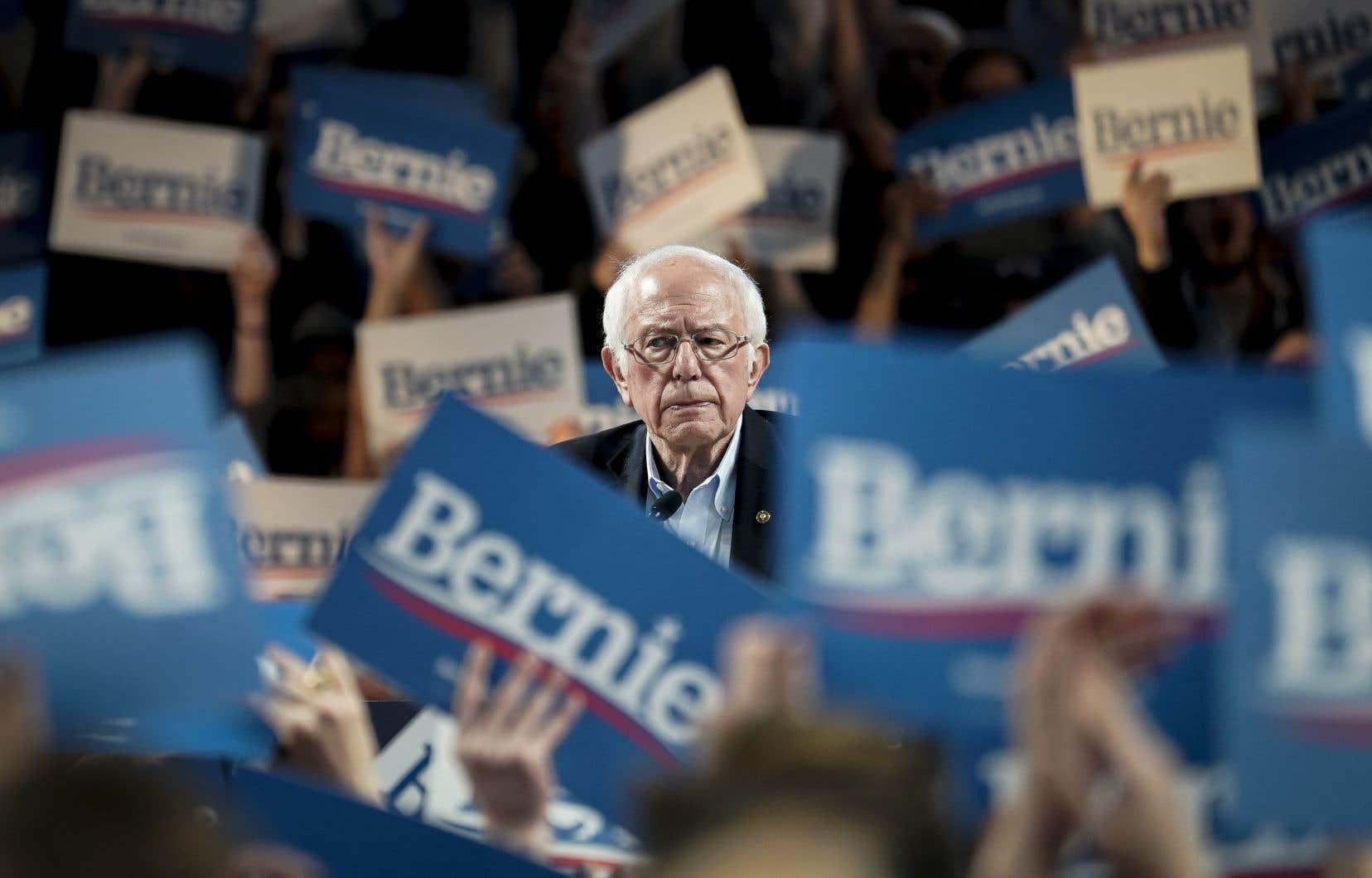 Au lendemain des caucus du Nevada, les résultats partiels de dimanche donnaient toujours une large avance au sénateur du Vermont.
