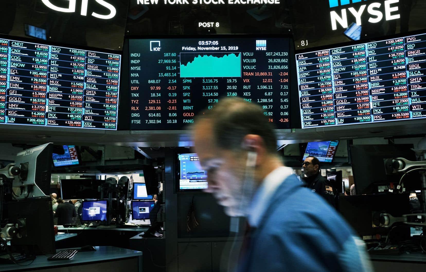 Wall Street avait déjà terminé nettement dans le rouge vendredi, affectée par les incertitudes persistantes entourant l'épidémie de pneumonie virale.