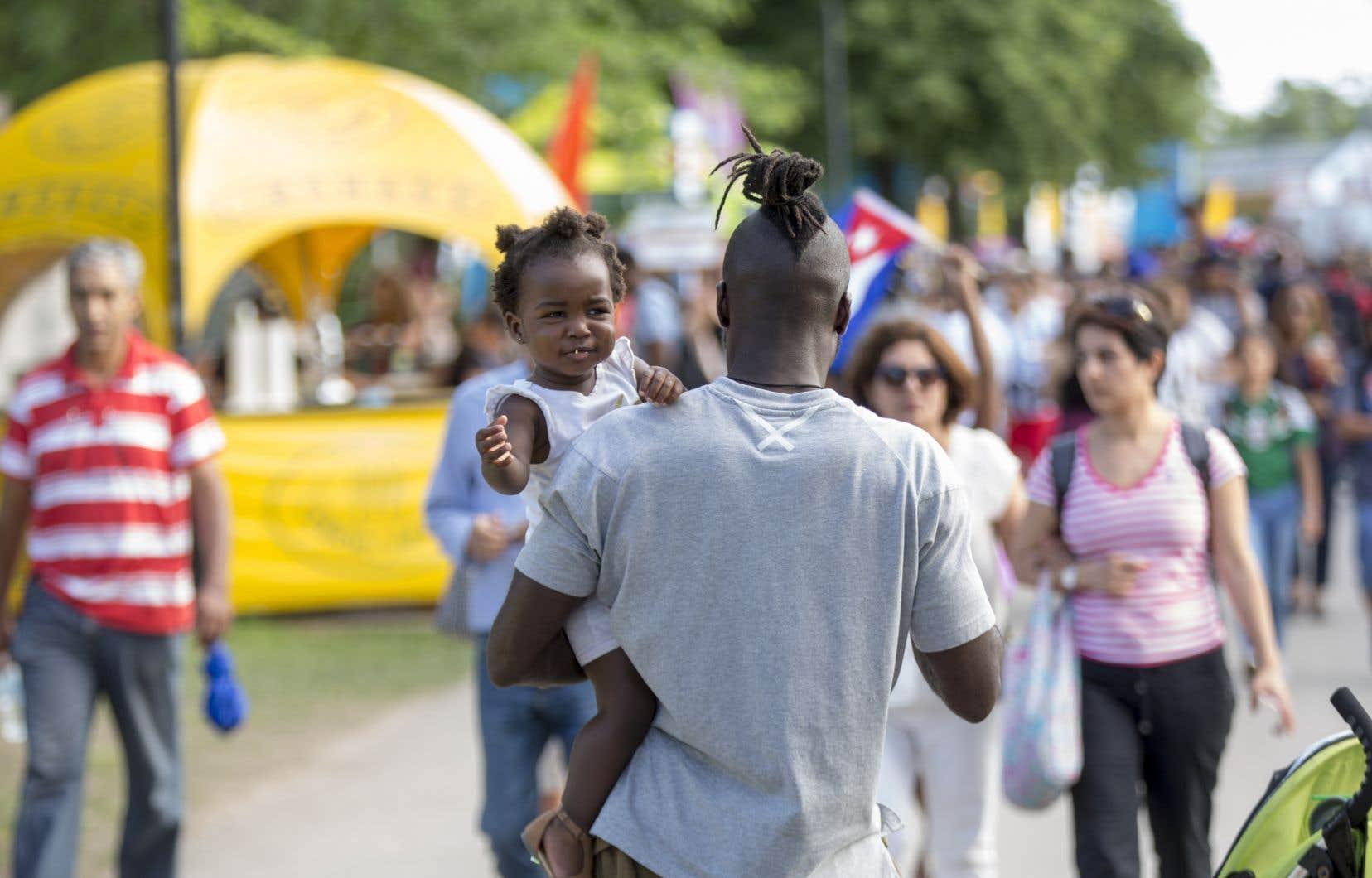Une enquête démontre que les importants écarts entre les Noirs et le reste de la population adulte au chapitre de l'emploi et de la rémunération se sont accrus au fil du temps.