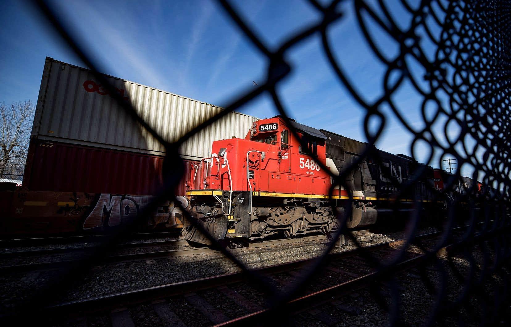 Le CN et le CP se sont entendus pour permettre à certains trains de marchandises de contourner les barrages des voies ferrées du CN, en passant par les États-Unis ou alors en utilisant les voies du Canadien.