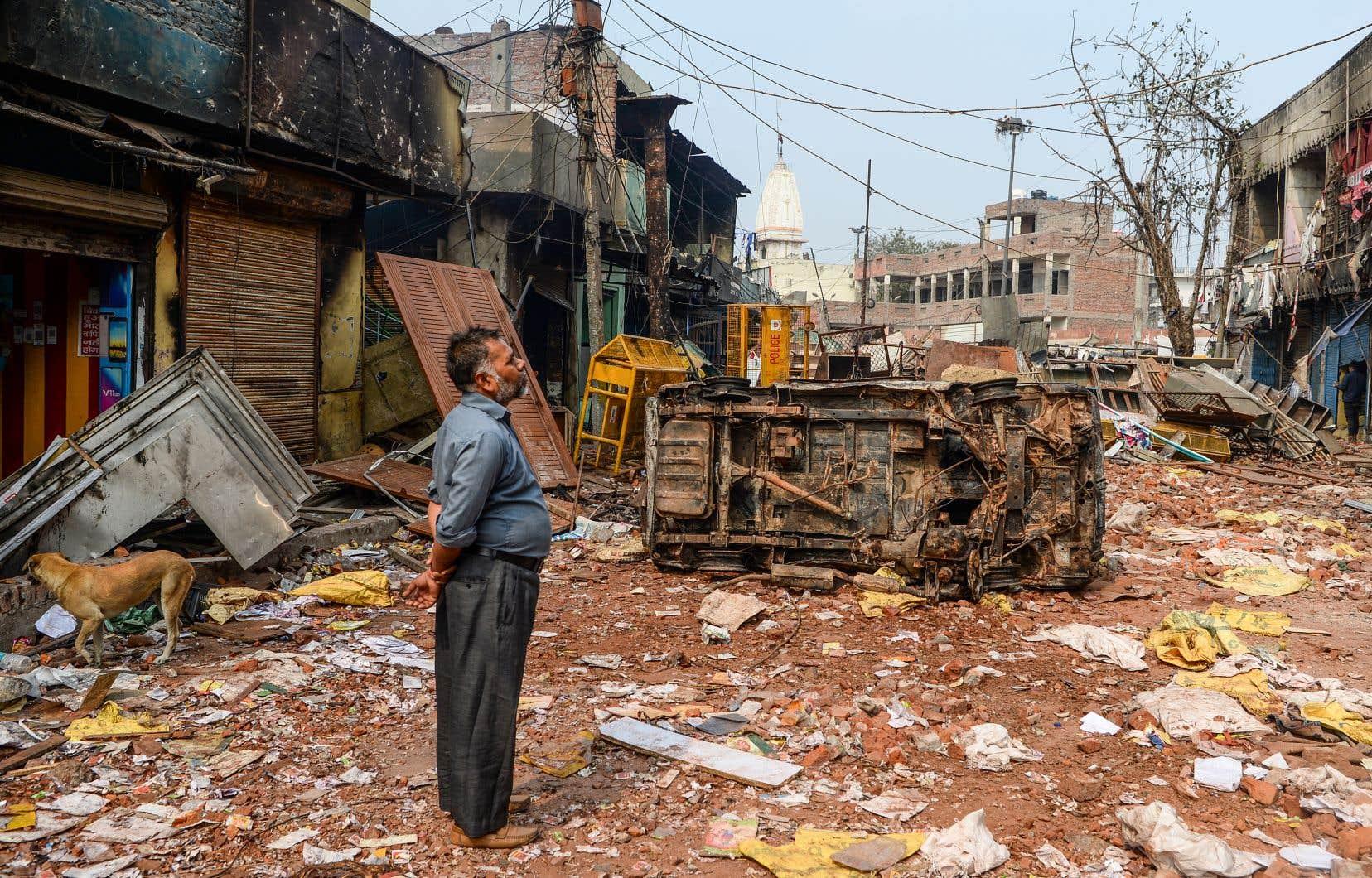 Des heurts entre partisans et opposants d'une loi controversée sur la citoyenneté ont dégénéré en affrontements communautaires entre hindous et musulmans.