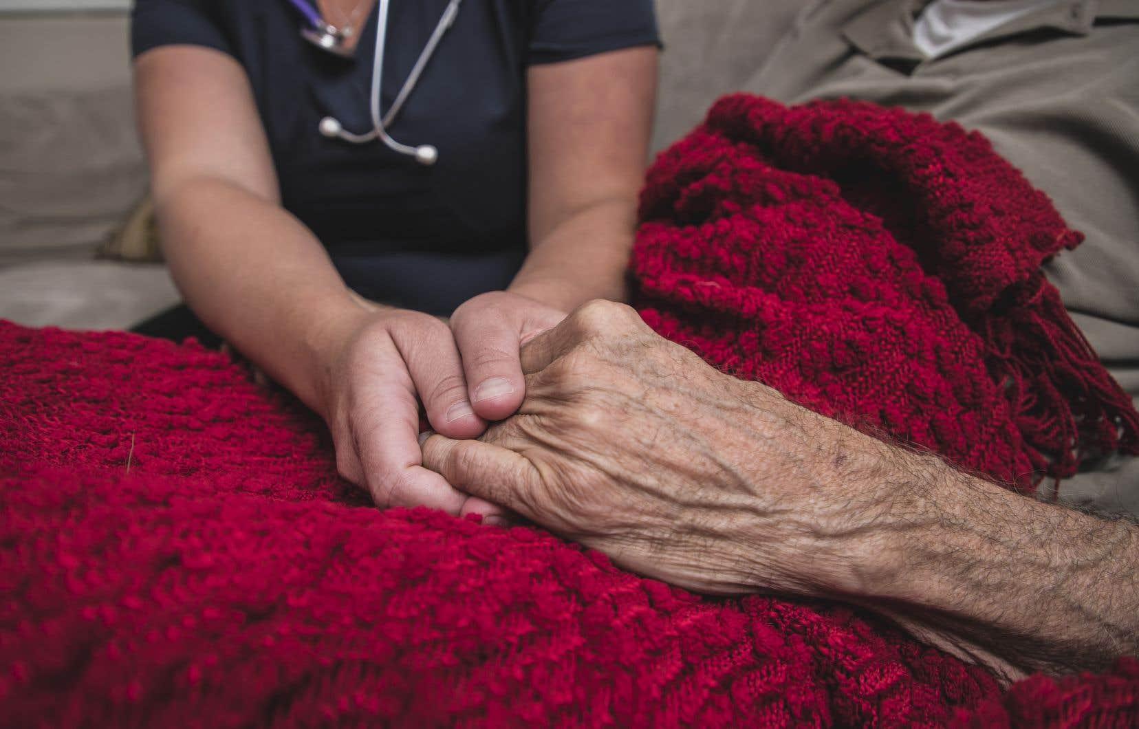 Les Québécois demandant l'aide médicale à mourir doivent obtenir l'avis favorable de deux médecins, en vertu de la Loi concernant les soins de fin de vie.
