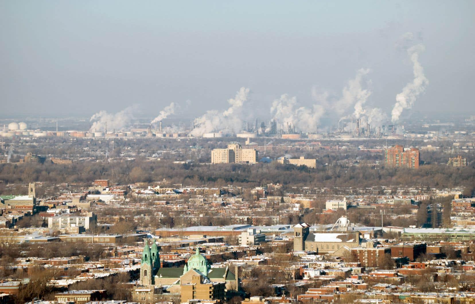«Le Québec est une économie industrialisée qui émet des émissions de GES per capita parmi les plus élevées au monde», rappellent les auteurs.