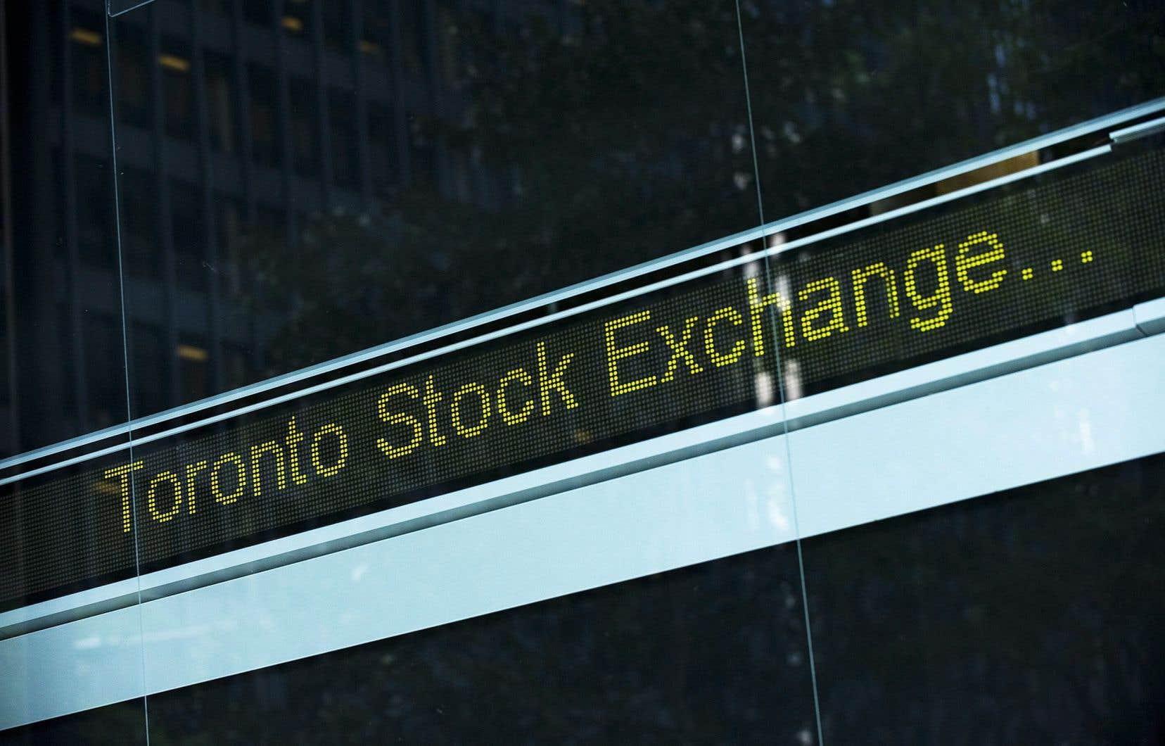 À Toronto, l'indice principal a terminé en baisse de 1,9% pour s'établir à 16717 points, la séance ayant été écourtée en raison de problèmes techniques.