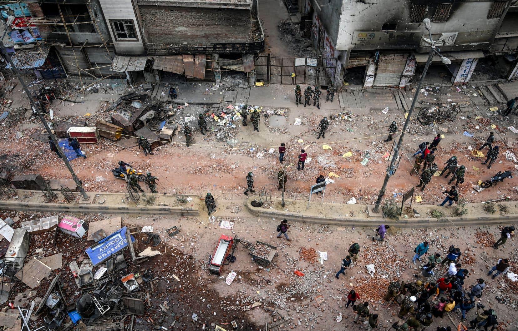 Cette flambée de violences intercommunautaires est la pire à frapper la capitale depuis les massacres de Sikhs en 1984 en représailles à l'assassinat d'Indira Gandhi.