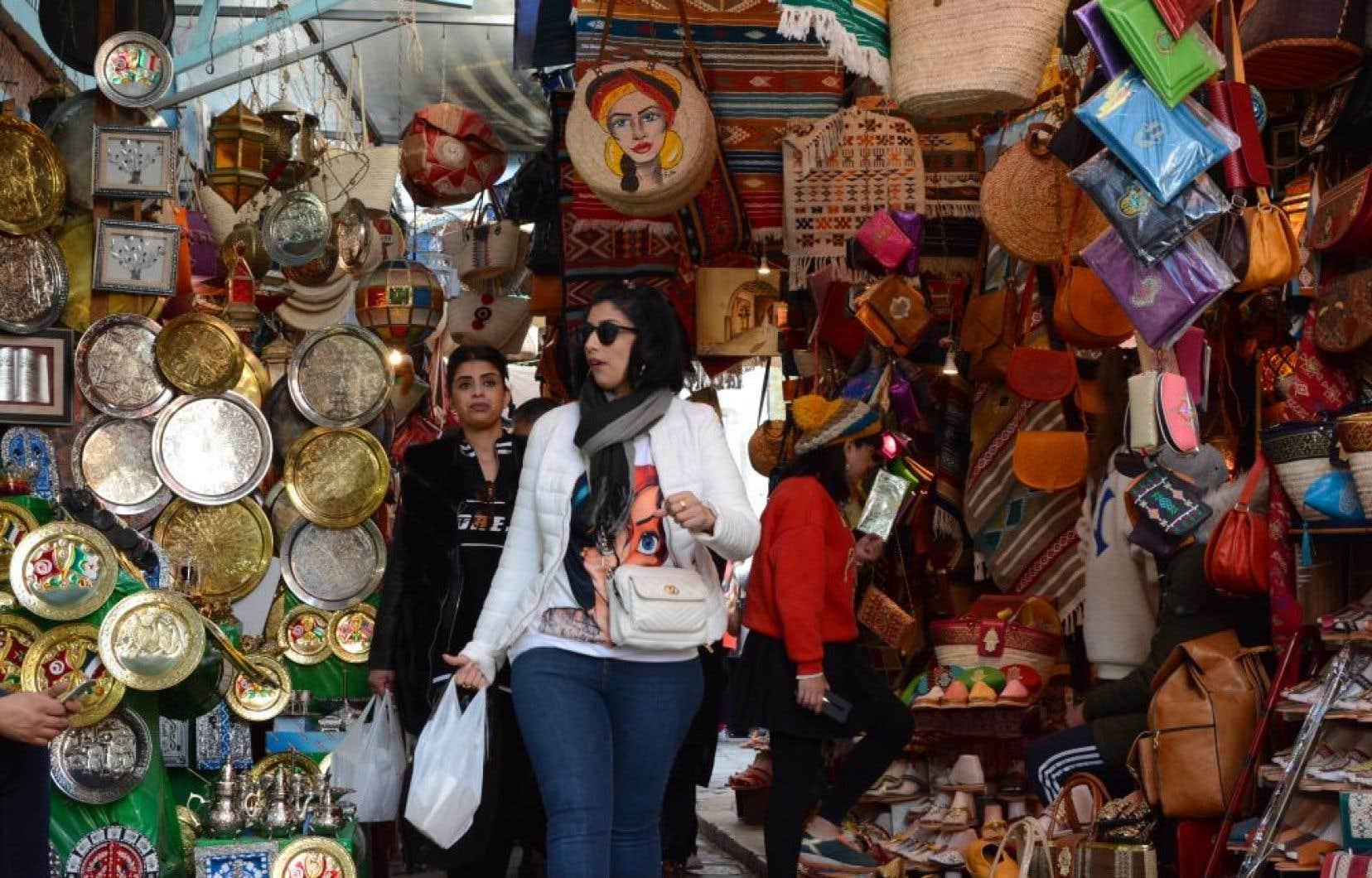 La marchandise du souk de la médina de Tunis