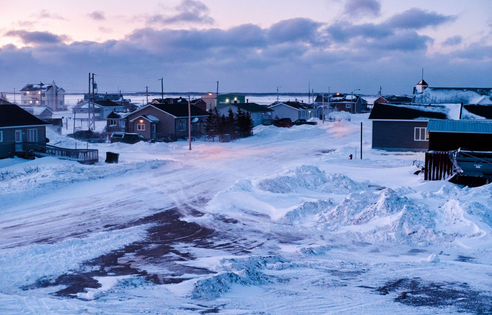 <p>Le village de Pointe-Parent est enclavé dans la réserve innue voisine (notre photo).</p>