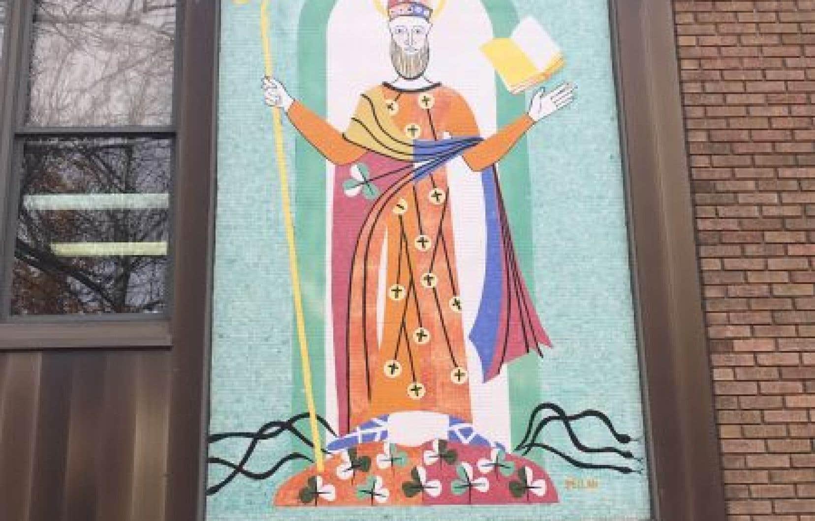 La murale s'inspire des enluminures du Haut Moyen Âge.