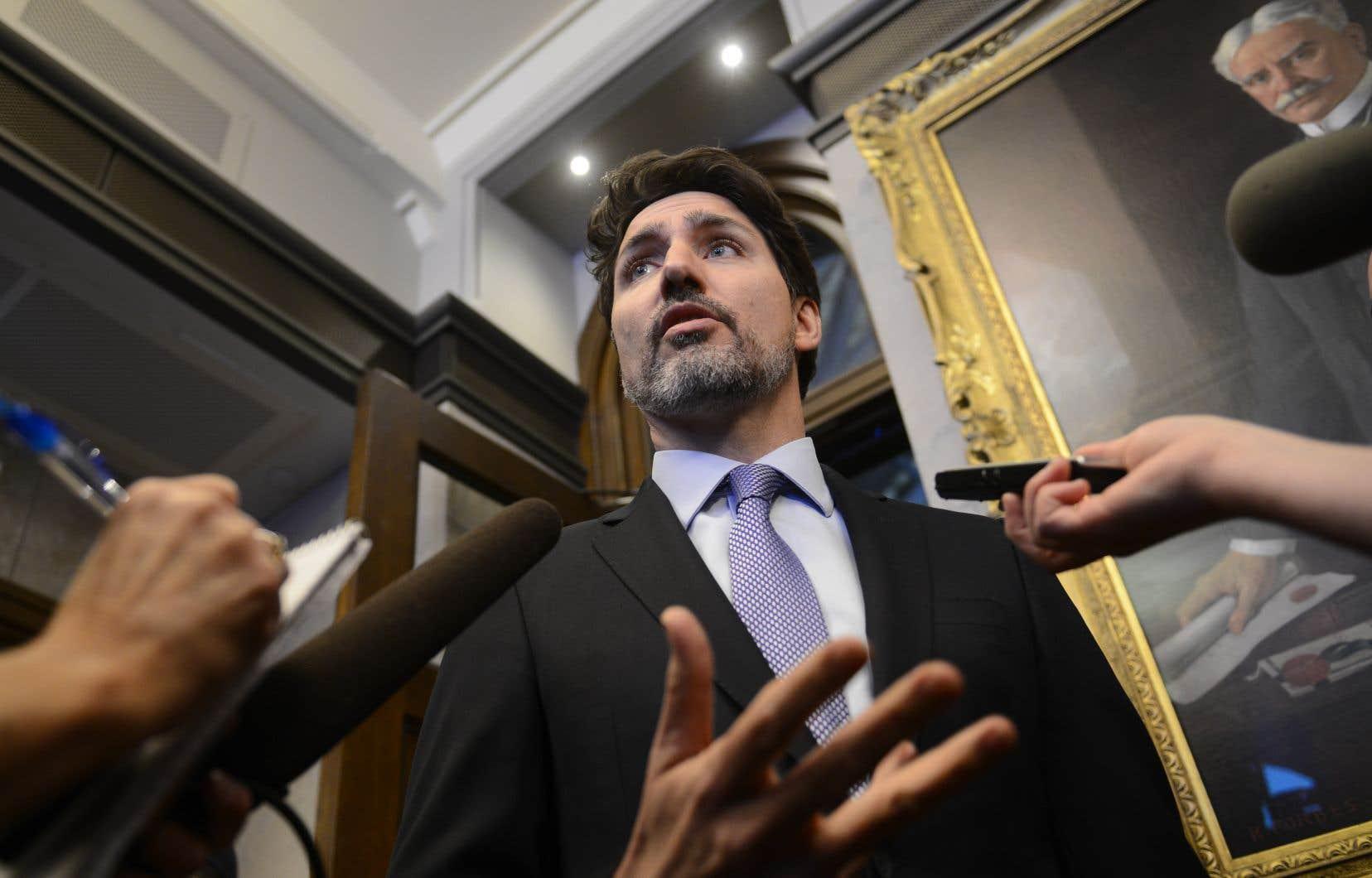 JustinTrudeau était en Afrique au début de la crise, menant campagne pour obtenir un siège au Conseil de sécurité de l'ONU. Son absence a nourri la perception que le gouvernement fédéral n'était pas au fait de la situation.