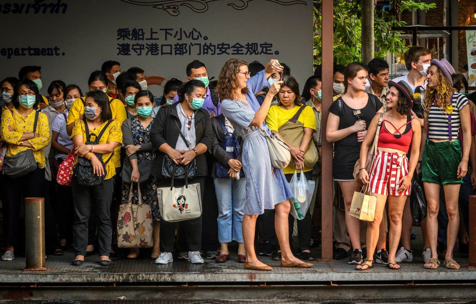 La Thaïlande, qui a enregistré 43 cas de contamination, a fait état lundi de son premier décès, un Thaïlandais de 35ans qui souffrait également de la dengue.
