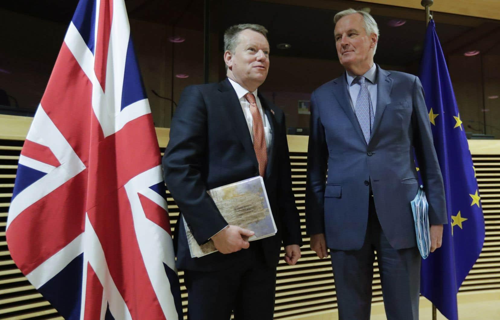 Le négociateur en chef de l'UE, Michel Barnier (à droite), et son homologue britannique, David Frost, se sont rencontrés pendant une heure, donnant officiellement le coup d'envoi de ces discussions.<br />