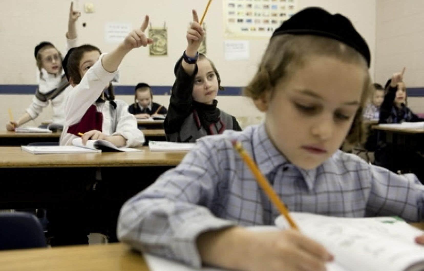 L&rsquo;&Eacute;cole communautaire Belz, qui comprend un campus pour les filles (rue Ducharme) et un campus pour les gar&ccedil;ons (rue Durocher, notre photo), a &eacute;t&eacute; fond&eacute;e en 1984 pour que les enfants issus des communaut&eacute;s juives tr&egrave;s orthodoxes puissent recevoir un enseignement la&iuml;c.<br />