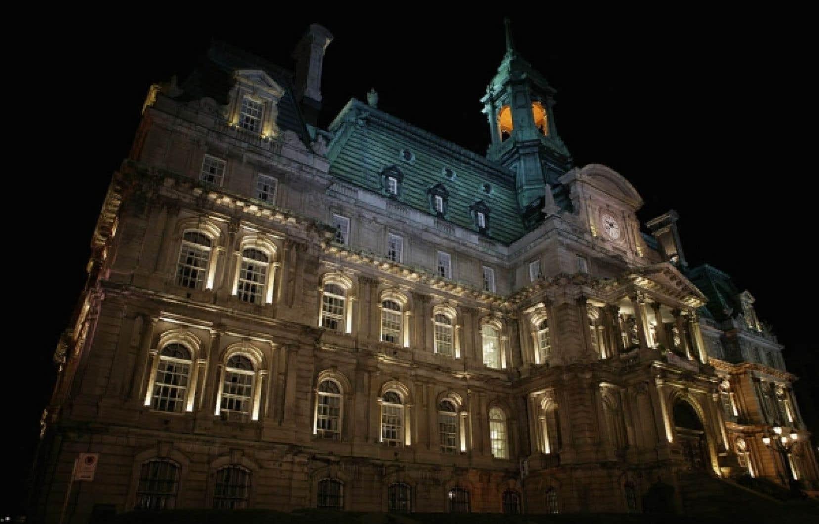 La réalisation de l'équité salariale est particulièrement laborieuse dans le cas des cols blancs en raison des fusions et des défusions qui ont bouleversé la Ville de Montréal depuis 2001.<br />