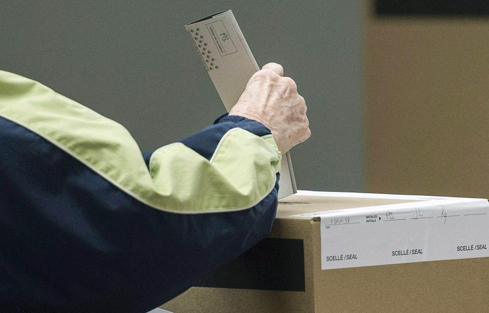 «Pour permettre une meilleure représentation féminine dans la sphère politique, les mesures ne doivent pas viser simplement le nombre de candidates aux élections», affirme l'autrice.