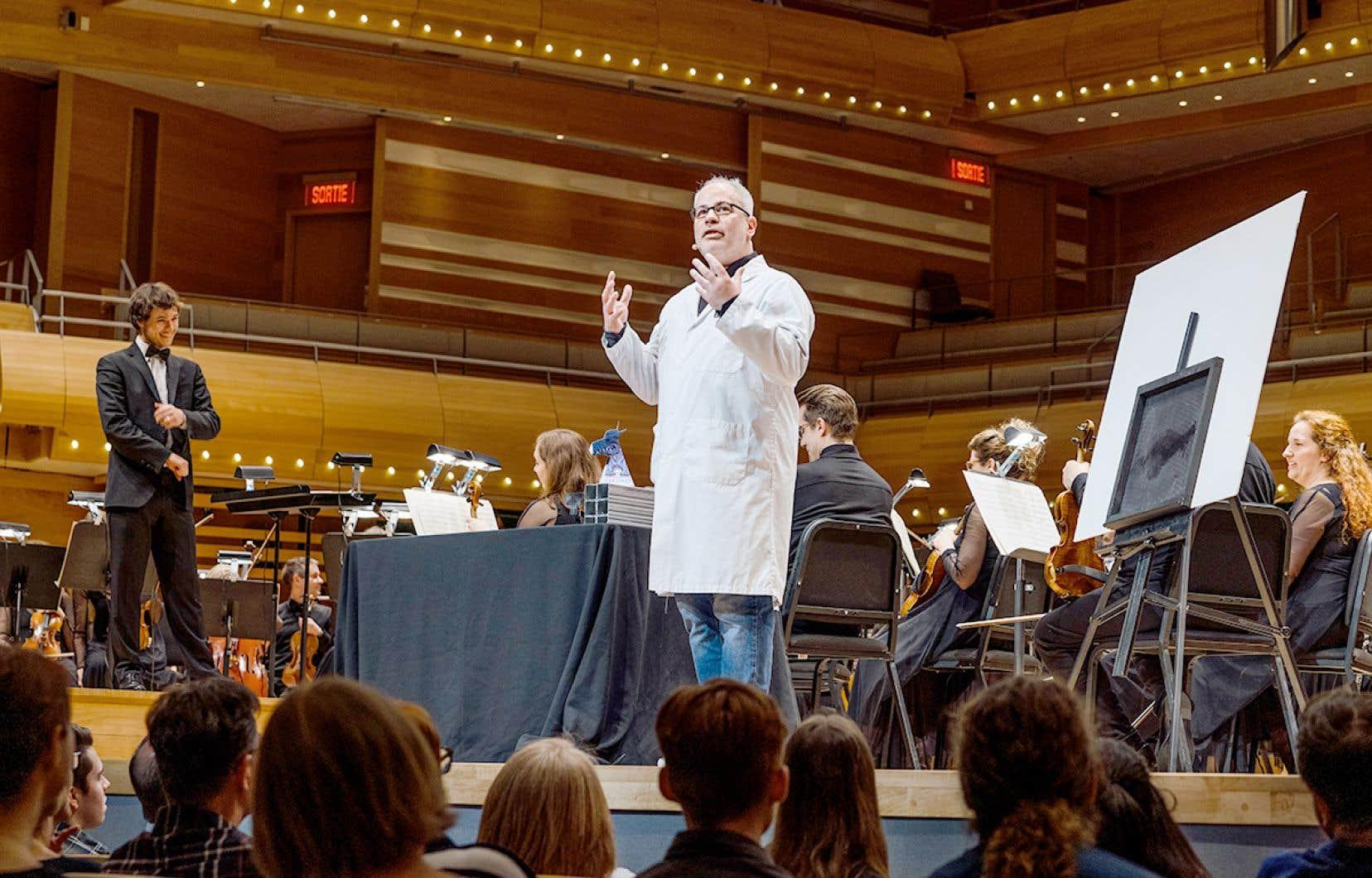 Le chef d'orchestre Nicolas Ellis et le vulgarisateur scientifique Martin Carli présentent en tandem le concert <em>L'eau et le feu : Génial!</em>