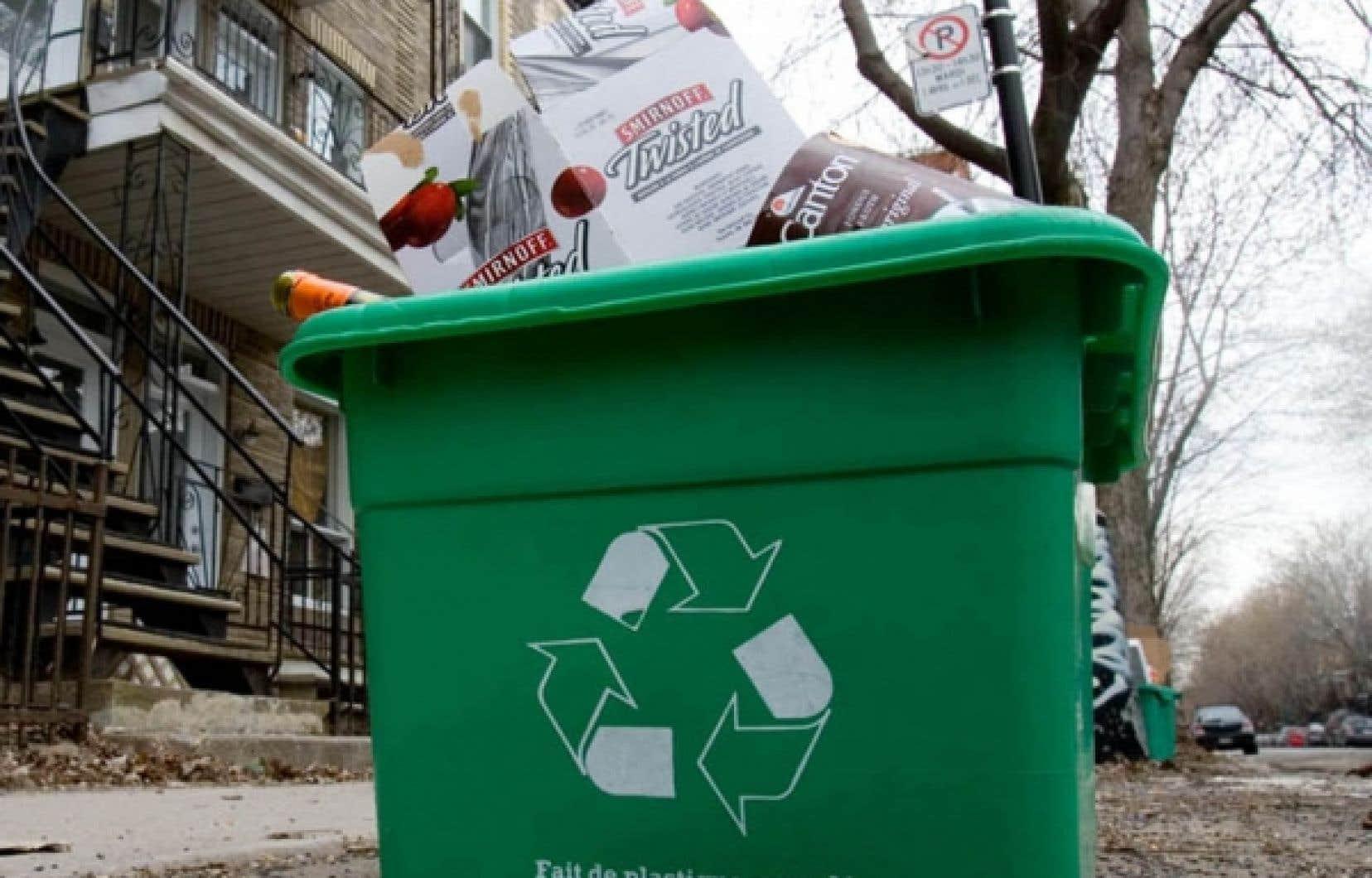 Les Québécois souhaitent non seulement consommer moins, mais ils sont aussi plus sensibles au recyclage.<br />