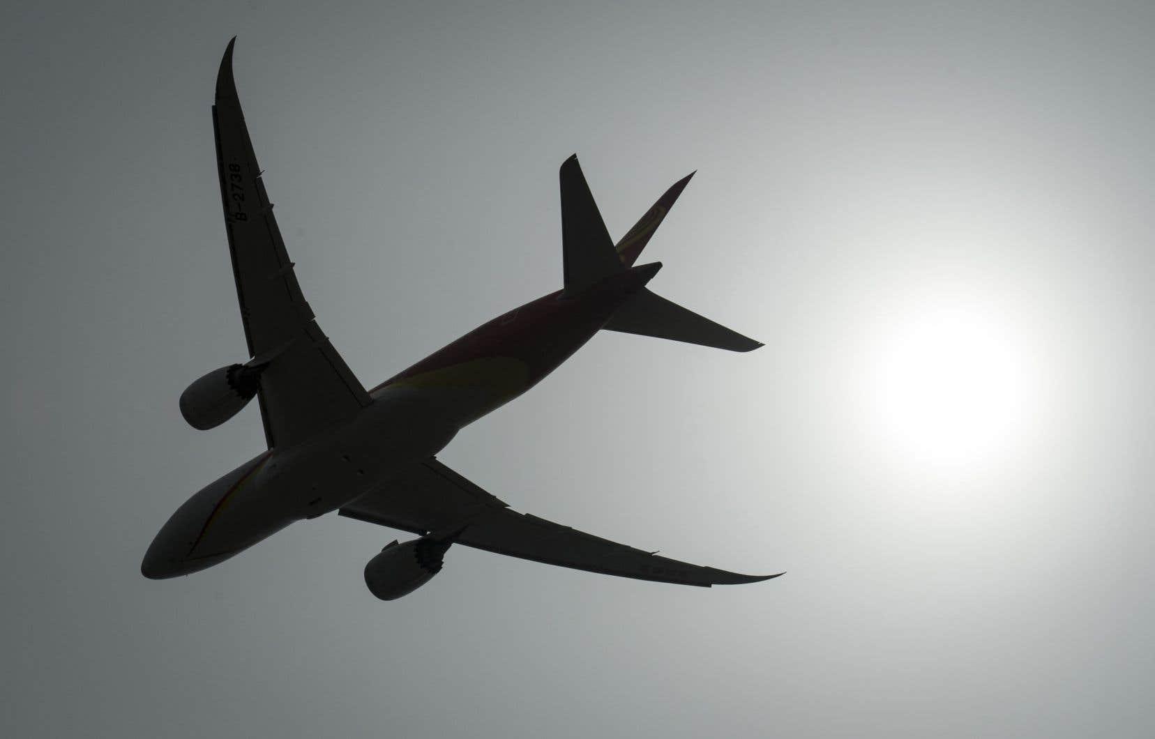 Air Canada annonce le redémarrage de son service le 1ermai. Entre-temps, elle indique que les clients concernés seront avisés et se verront offrir un remboursement complet.