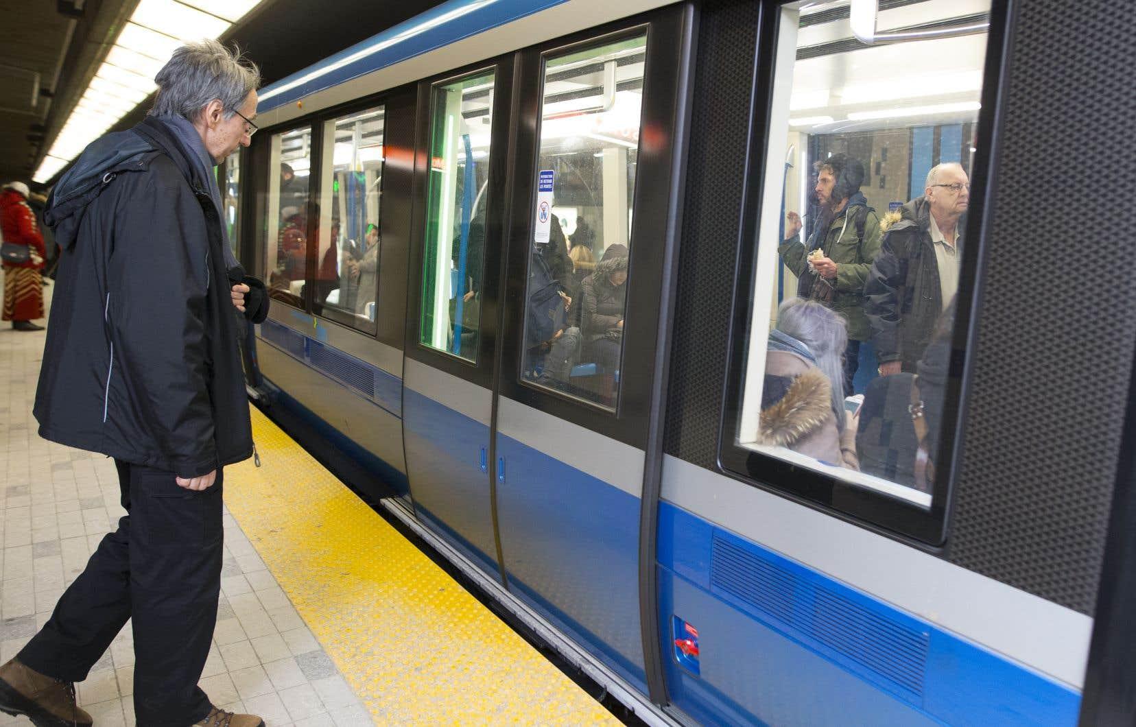 La santé publique a annoncé mardi que la quatrième personne déclarée positive au coronavirus au Québec a utilisé les transports collectifs le 6mars et le 24février.