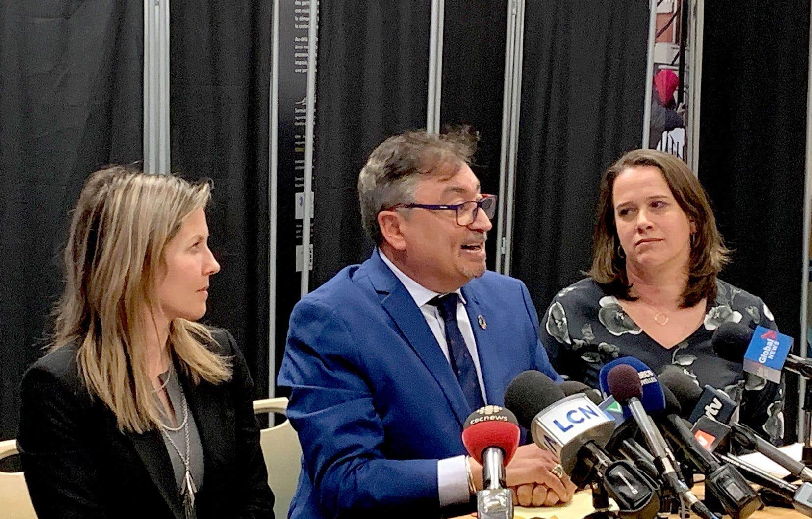 Le directeur national de santé publique, Horacio Arruda, a donné un point de presse mercredi à Montréal, avec les directrices de santé publique de la Montérégie et de Montréal, Julie Loslier et la Dr Mylène Drouin.