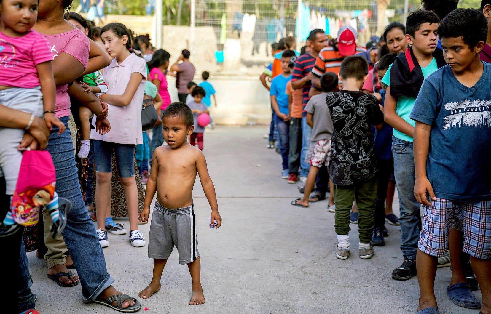 Selon le gouvernement, si le dispositif de contrôle de l'immigration devait être suspendu, «25000 migrants en attente au Mexique se précipiteraient pour entrer aux États-Unis».