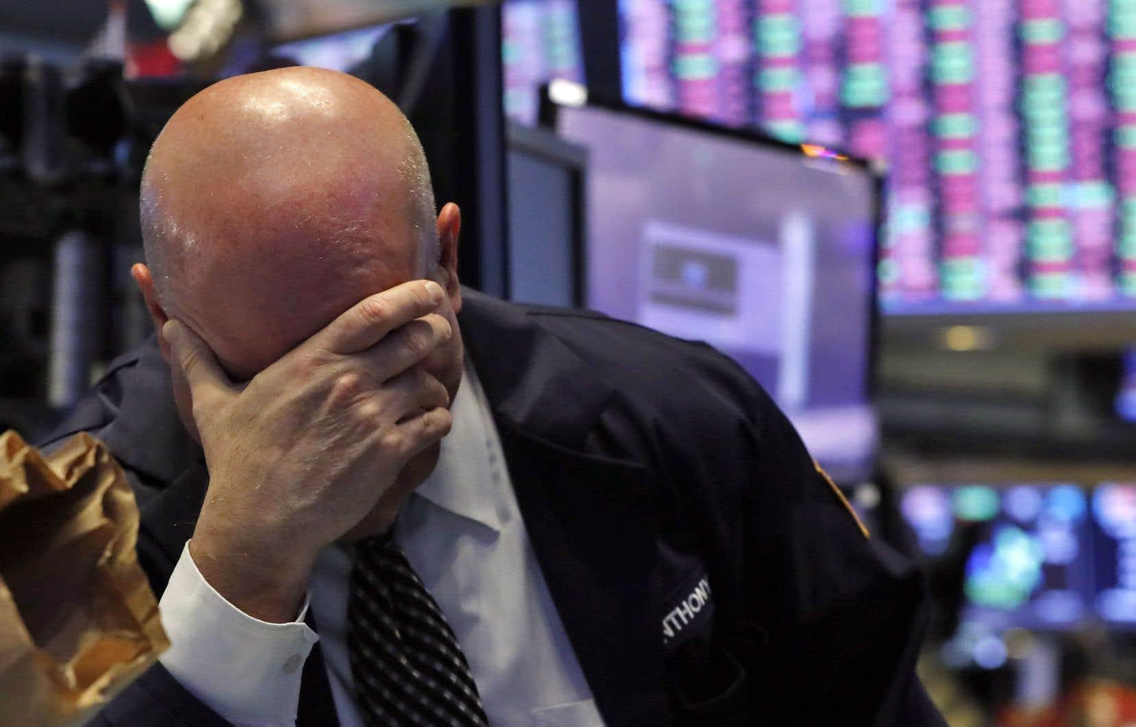 À Wall Street, le Dow Jones a encaissé sa plus forte dégringolade depuis le krach boursier de 1987.