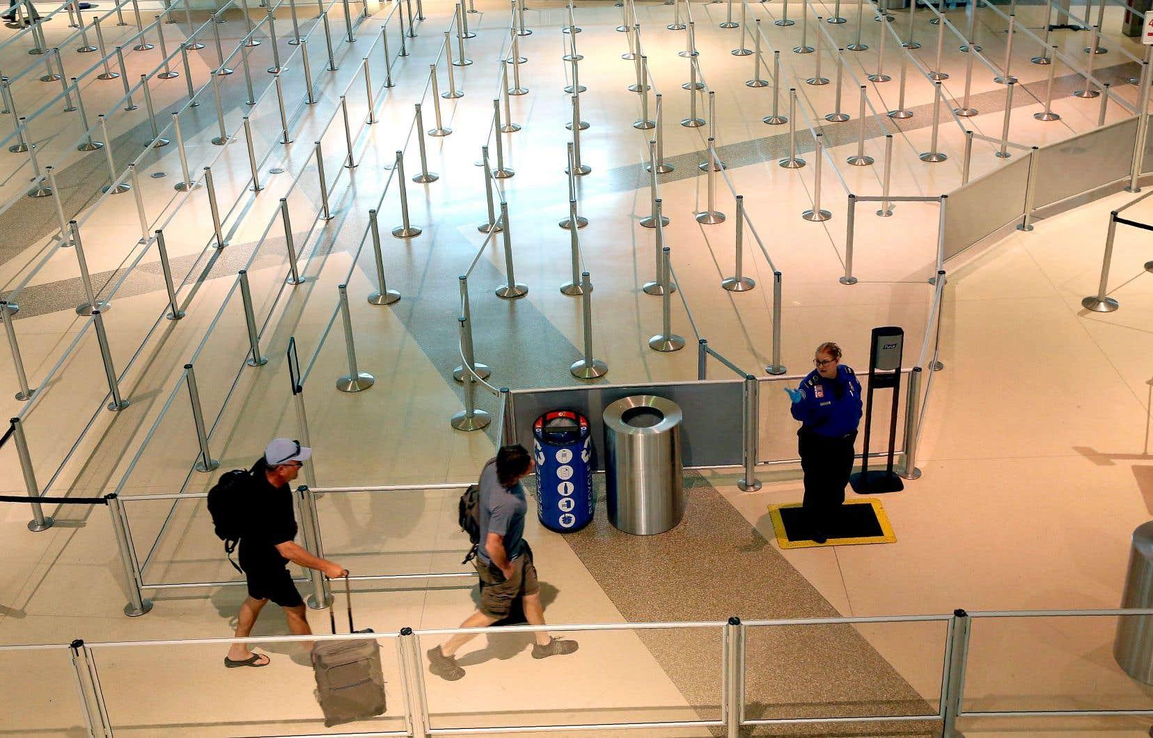 Avec plusieurs pays, dont les États-Unis, qui imposent des restrictions aux voyageurs, l'industrie touristique n'est qu'un des secteurs qui devra se remettre de la pandémie de COVID-19.