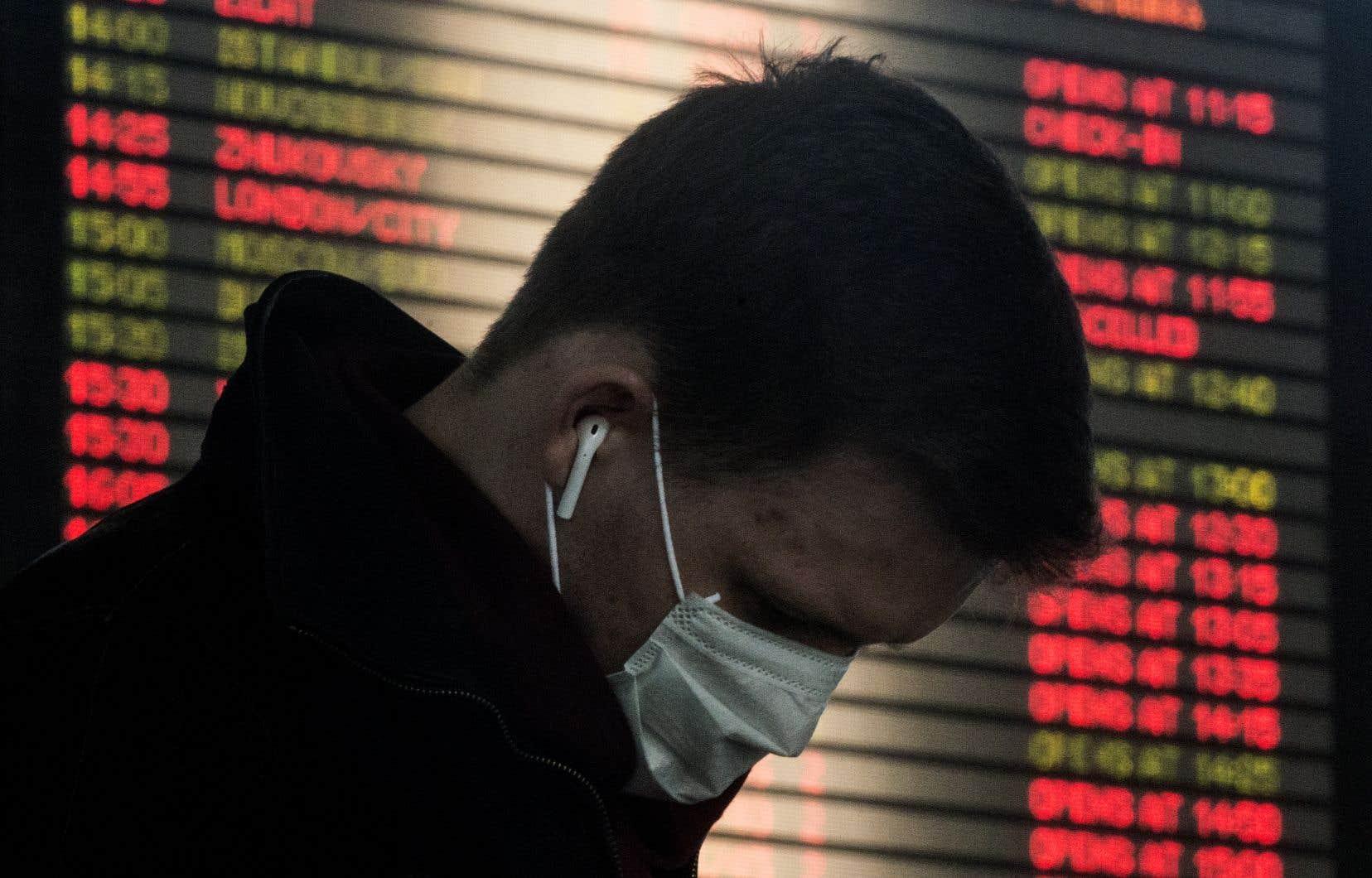 Face à la multiplication des mesures de confinement et aux nombreux plans de soutiens à l'économie annoncés sans coordination par divers gouvernements et banques centrales, la panique avait complètement emporté les marchés jeudi.