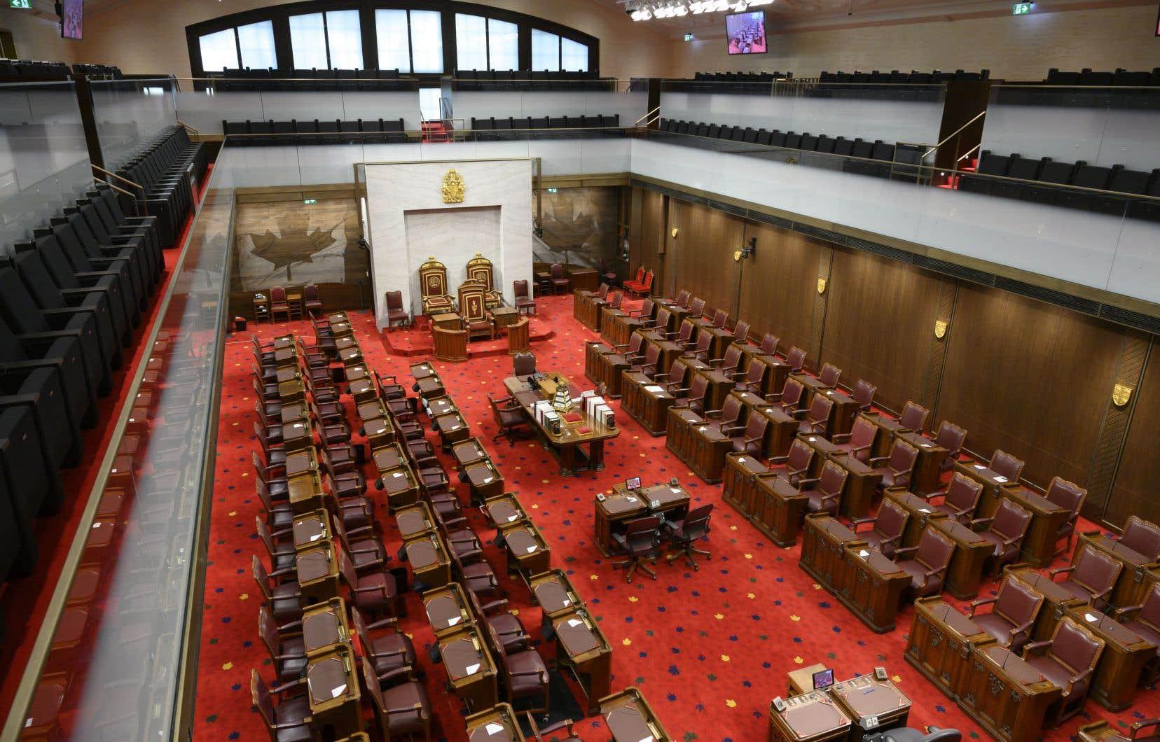 Le Sénat a emboîté le pas immédiatement après et la loi devait obtenir ensuite la sanction royale de la gouverneure générale.