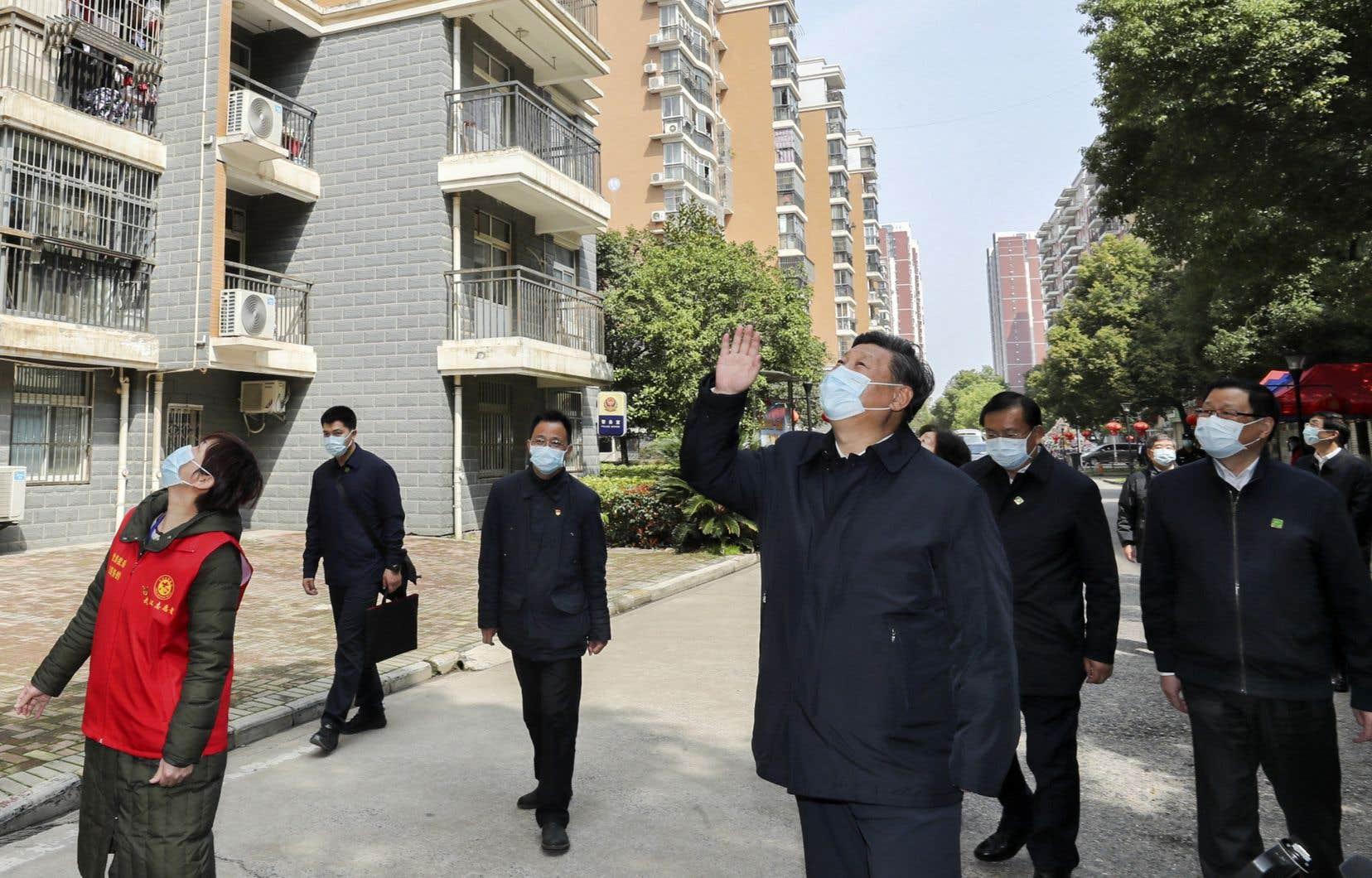 Le président chinois Xi Jinpinga visité mardi la ville de Wuhan, pour la première fois depuis l'éclosion du coronavirus.