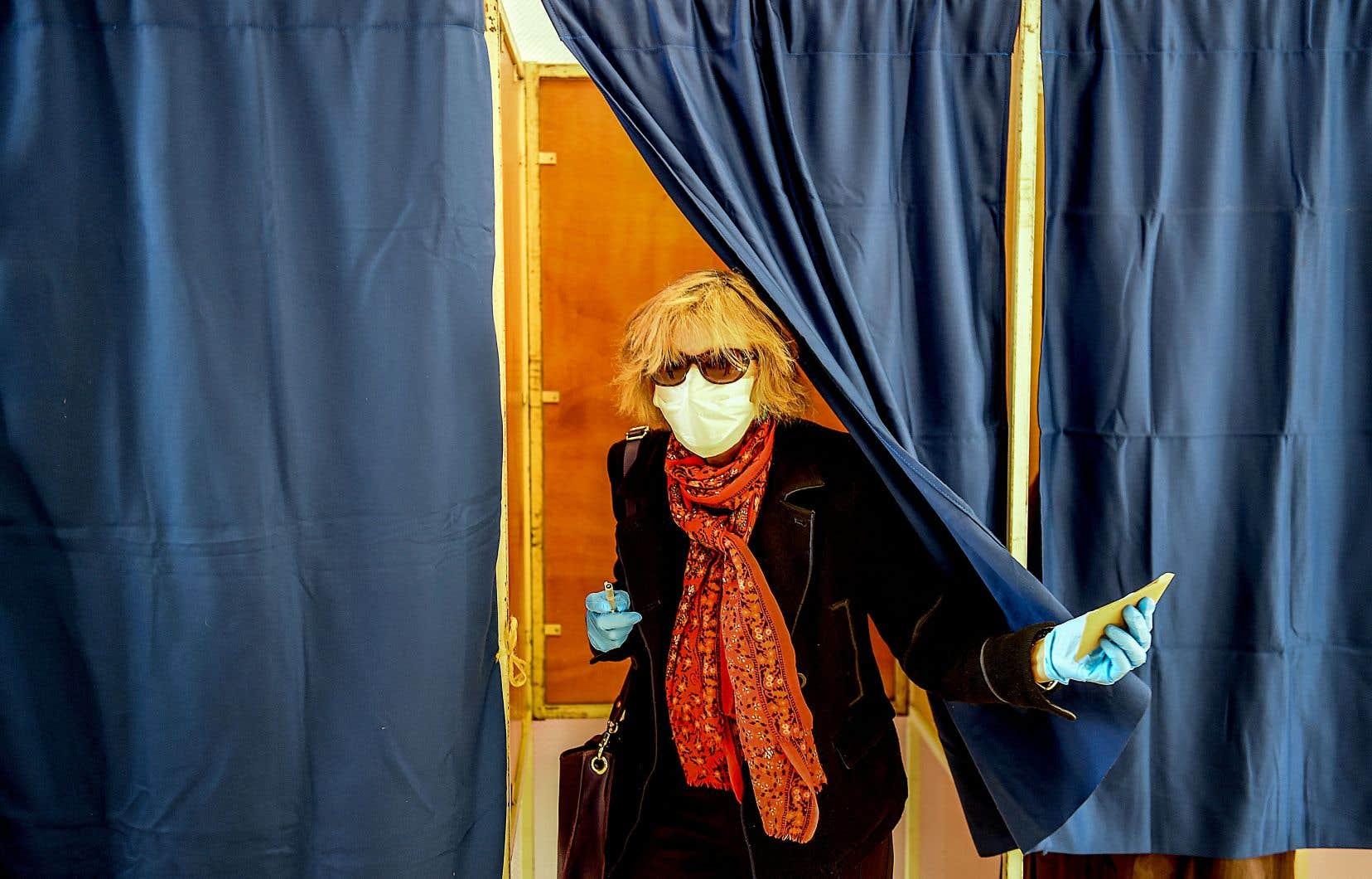 Le gouvernement d'Emmanuel Macron a décidé de la tenue des élections municipales en France, malgré la pandémie.