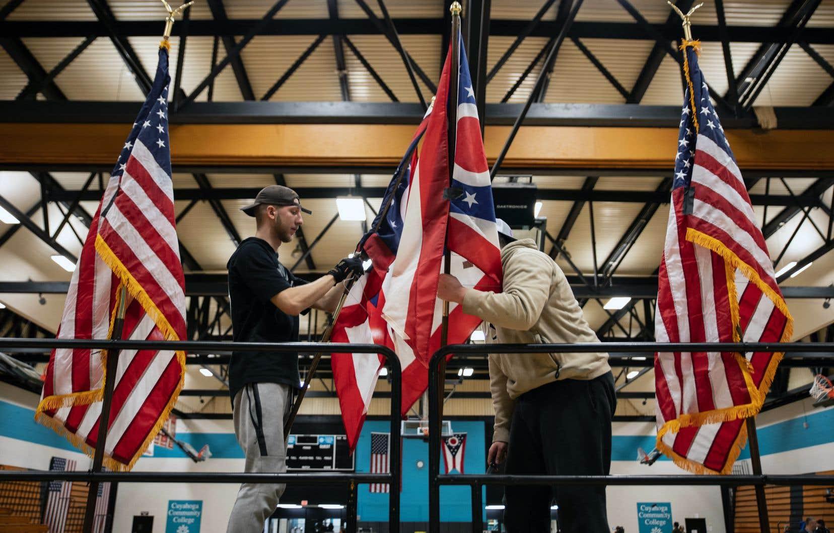 Les autorités électorales de la Floride, de l'Illinois et de l'Arizona ont décidé de maintenir le vote des primaires démocrates.