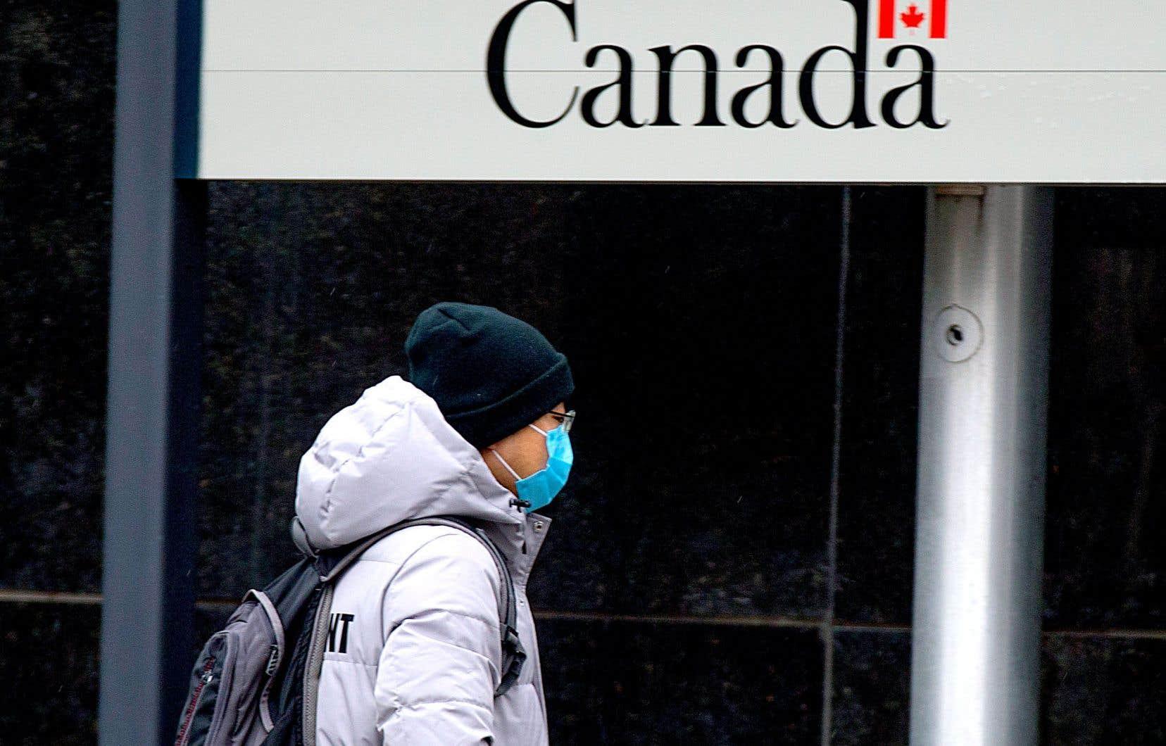 Justin Trudeau somme les Canadiens d'écouter les consignes des experts en santé publique.