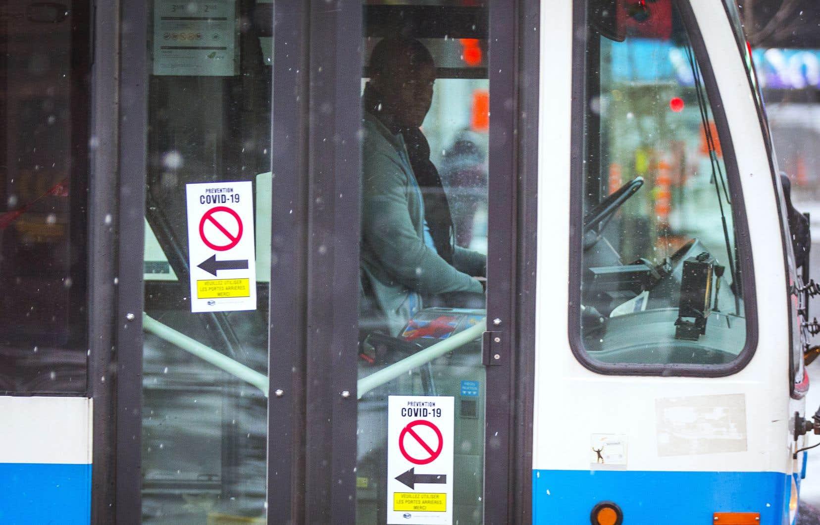 La STM précise que le service de transport en autobus du réseau n'est pas gratuit, même si l'organisation ne vérifie plus la validité des titres de transport.