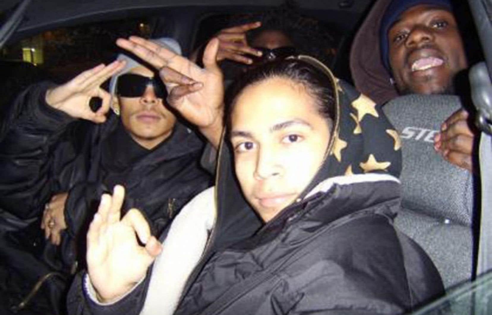 Fredy Villanueva, au centre, avec son frère Danny à gauche et un ami<br />