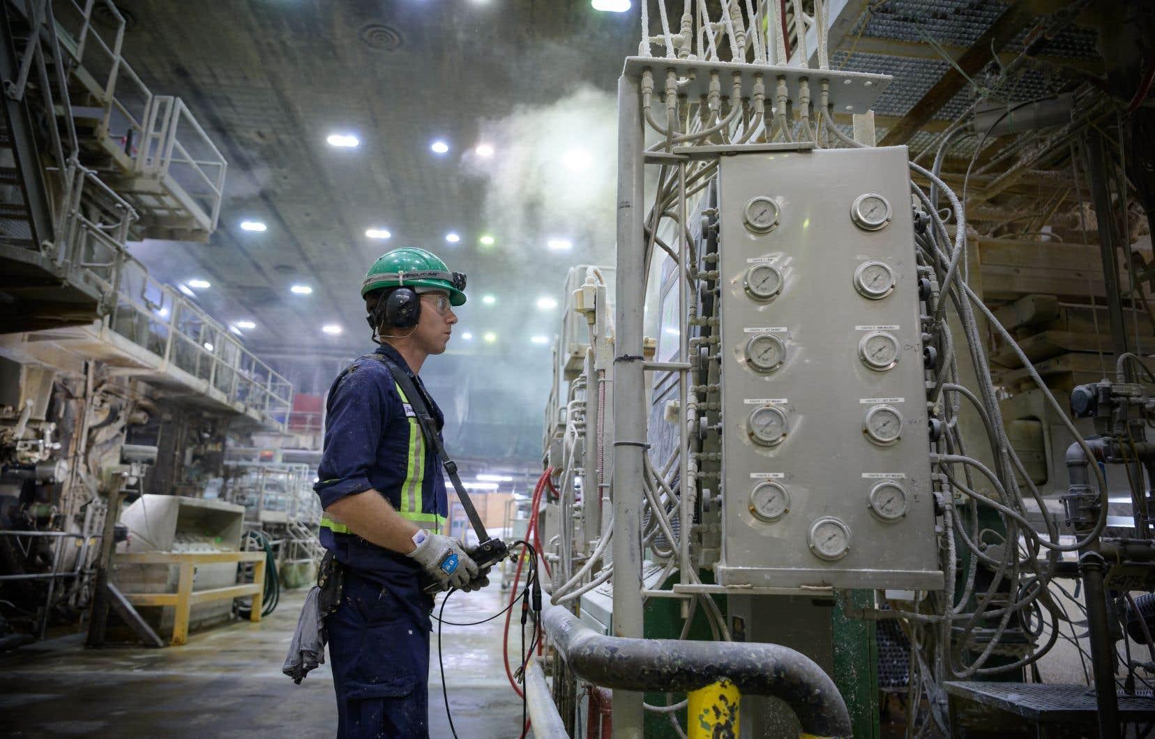 L'usine de Kruger, à Gatineau, où les travailleurs sont mis à contribution pour déceler les gaspillages d'énergie dans la chaîne de production.