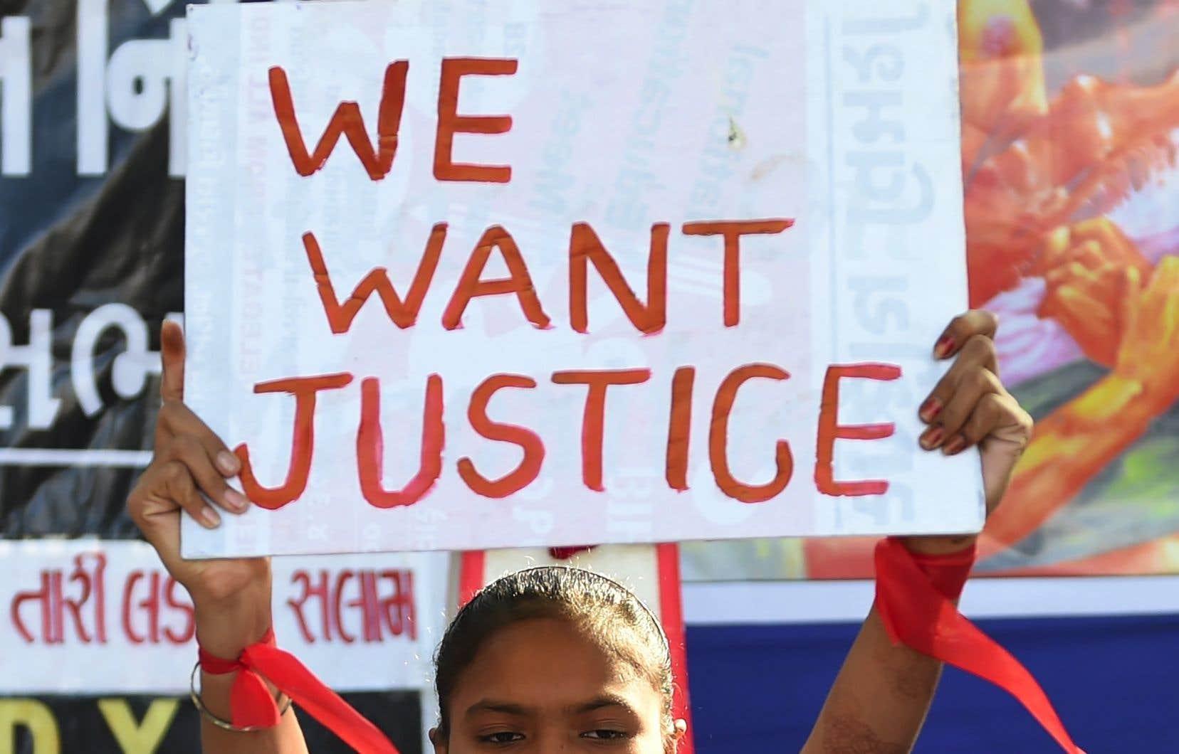 Ce viol collectif survenu en 2-12 dans un bus de Delhia touché une corde sensible auprès de la jeunesse indienne.