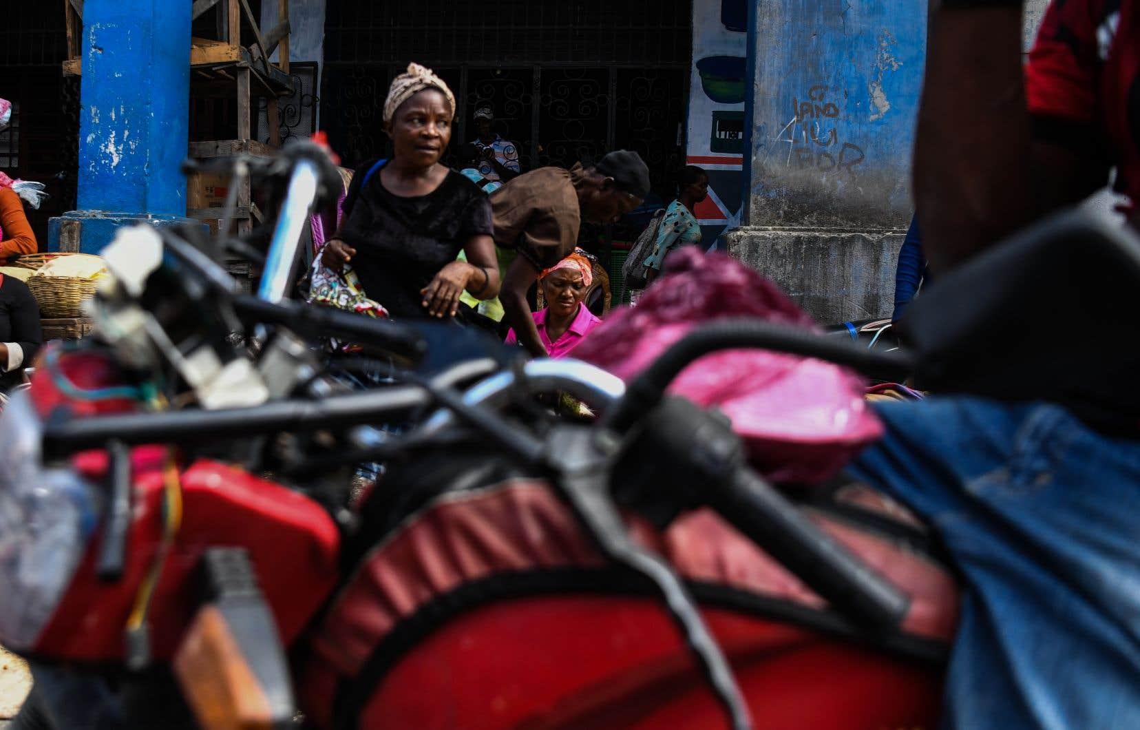 Une marchande de fruits et légumes à Port-au-Prince