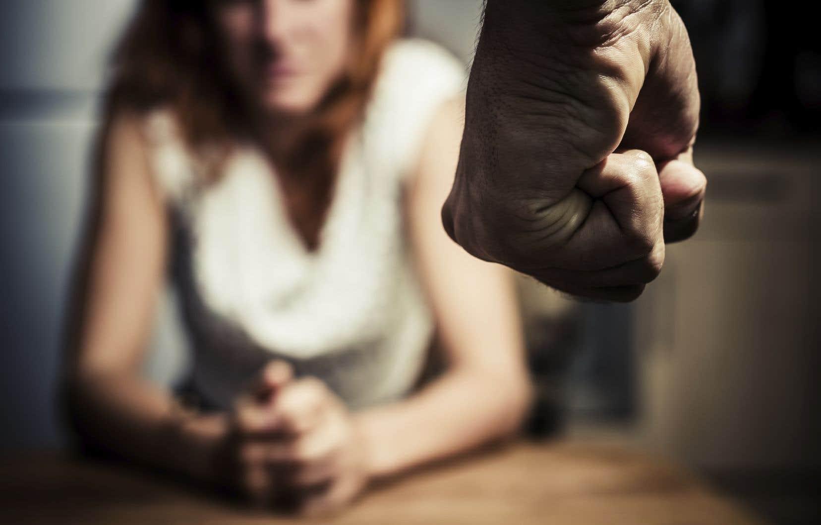 Une perte d'emploi, le stress lié à la pandémie et l'isolement requis sont des facteurs qui peuvent contribuer à ce qu'un comportement violent éclate.