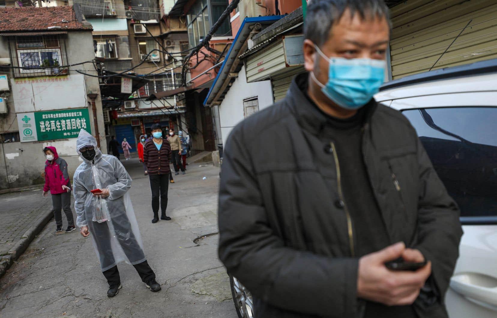 «Le gouvernement chinois a profité de la crise pour étoffer son système de surveillance et que l'accès aux soins de santé de certains citoyens vulnérables s'est vu limité», croit l'autrice.