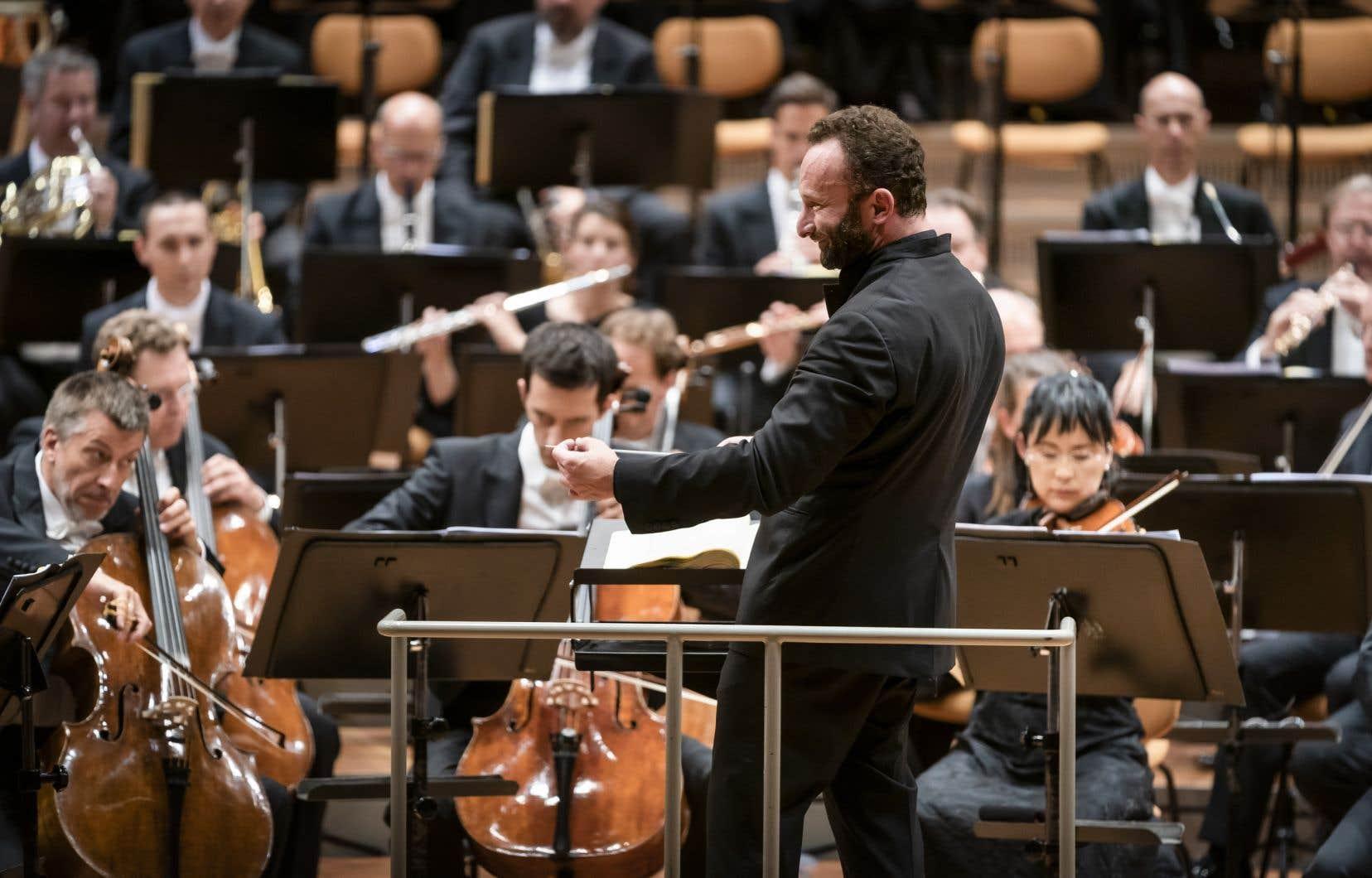Dans le dédale des concerts, nous vous proposons cette fin de semaine d'enquêter sur les raisons pour lesquelles le Philharmonique a choisi en 2015 un chef peu connu et peu médiatique, Kirill Petrenko, pour succéder à Simon Rattle.